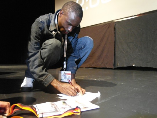 H. Larcher - Patrick Makau me signe ma médaille