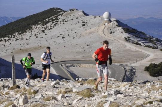Tom Owens , Andy SYMONDS et Guillaume Le Normand arrivent au sommet du Ventoux