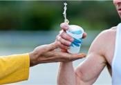 Les marathoniens boivent trop !