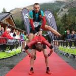 Arrivée acrobatique Andy et joe Symonds photo Robert Goin