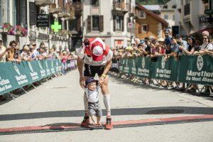 2 80 KM Mont-Blanc Sacha Devillaz et son fils photo Damien Rosso www.droz-photo.com