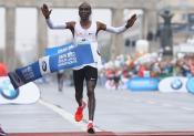 Marathon de Berlin : pas de record mais un Kipchoge en or
