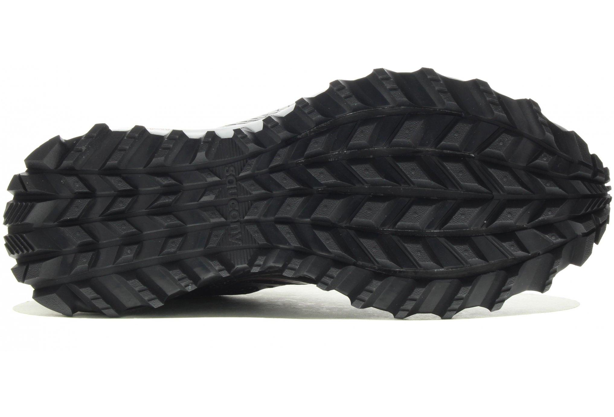 97d32ca63c3 Ceci étant dû aux nombreux crampons que l on pourrait qualifier de plutôt  agressifs tant l effet griffé peut être exploité avec cette chaussure de  trail.