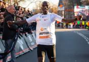 Le record du monde du 15 km tombe aussi !