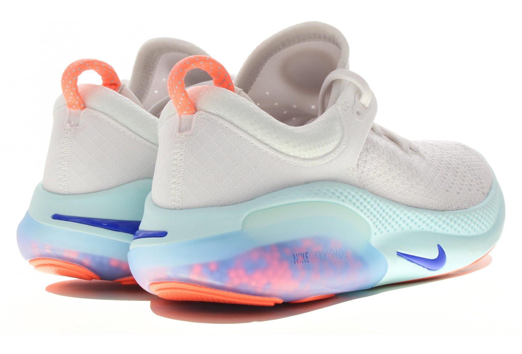chaussures nike avec des bulles