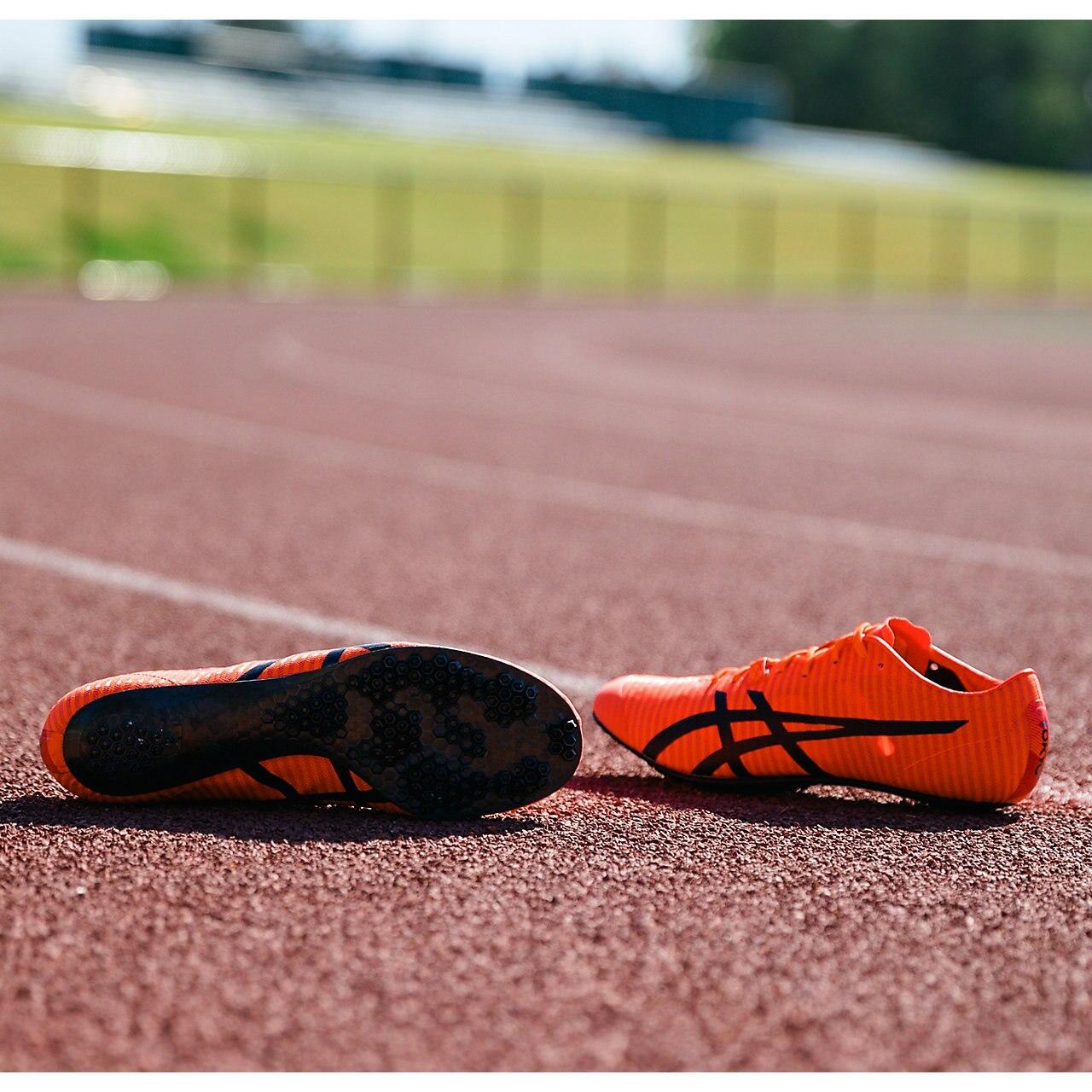 Asics dévoile sa nouvelle chaussure de running en Carbone : la ...